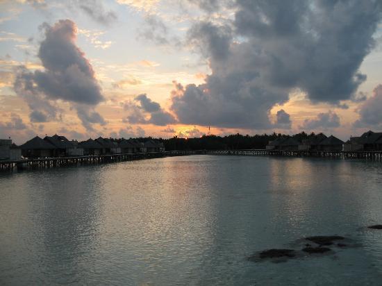 Gili Lankanfushi Maldives: sunset at jetty 1