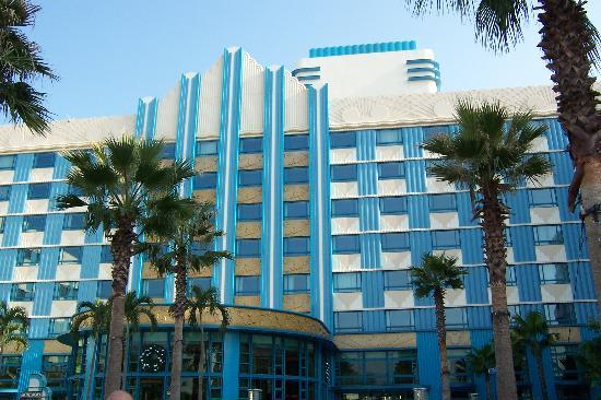 Disney's Hollywood Hotel: View of hotel from Gardens