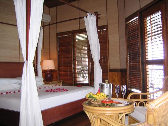 Kuramathi Island Resort: Our room