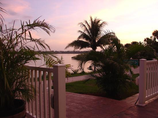 Port Saint Lucie, ฟลอริด้า: Sunset view from dining patio