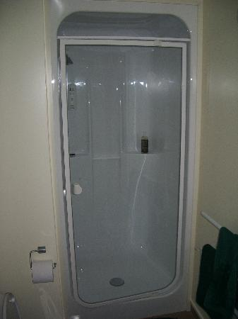 "Bella Vista Motel: Nice new ""modern"" shower"