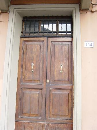 Amarcord Bologna Bed and Breakfast: Front Door to Amarcor