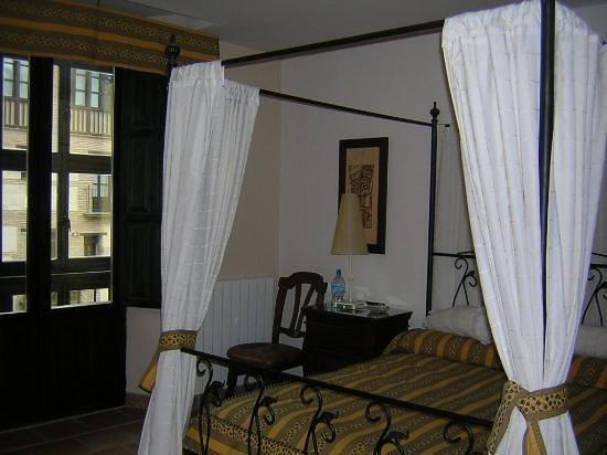 Hotel Zaguan del Darro : our bed room 201