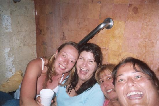 Iberostar Tucan Hotel: Stuck in the bathroom during Wilma