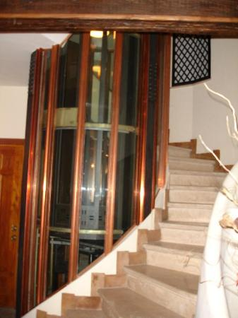 Relais Banchi Vecchi: The elevator up to our room