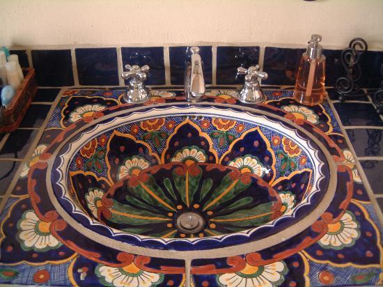 Casa De Leyendas: Bathroom sink