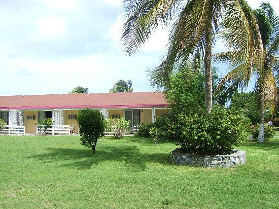 Anegada Reef Hotel : Hotel and grounds