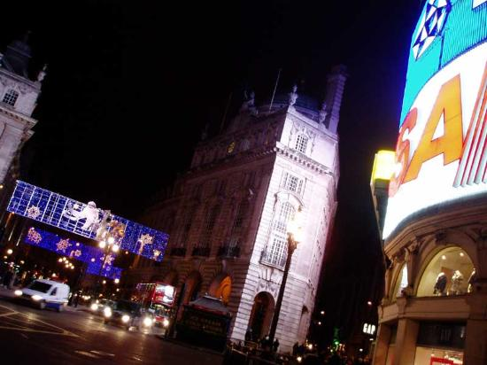 Londres, UK: Piccadilly Circus Christmas Lights