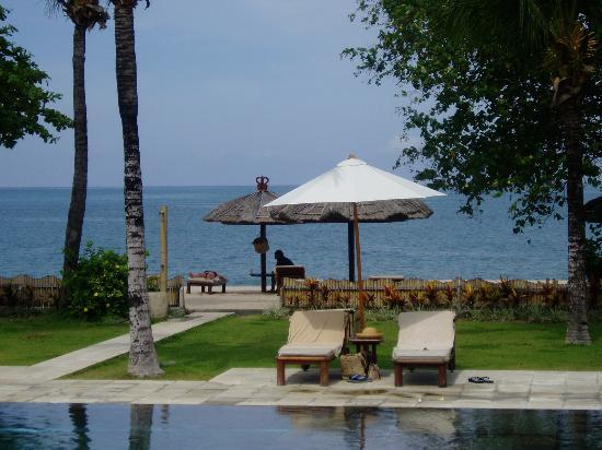 Belmond Jimbaran Puri: Pool and beach