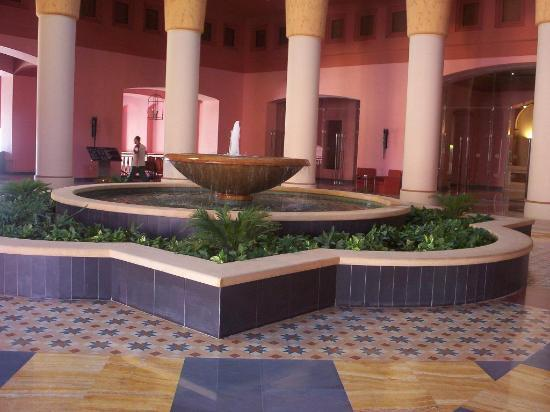 Sofitel Taba Heights : fountain in reception