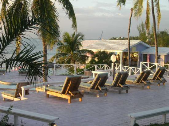 Romora Bay Resort & Marina: Deck Chairs, Casual dining in background
