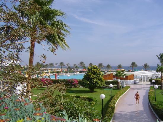Baron Resort Sharm El Sheikh: Looking over the gardens and pool towards the beach