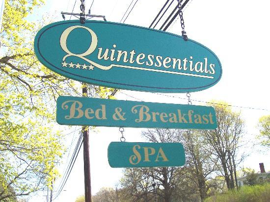 Quintessentials Bed and Breakfast and Spa: Quintessentials B&B and Spa Sign