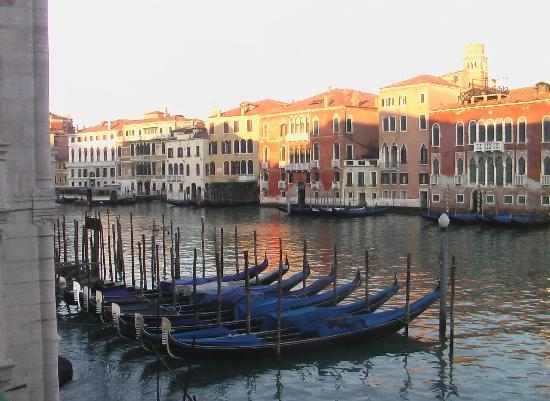 The hotel quite corresponds to an atmosphere of Venice.