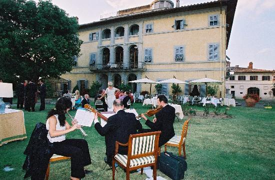 Relais Villa Arceno: The Reception Alfresco