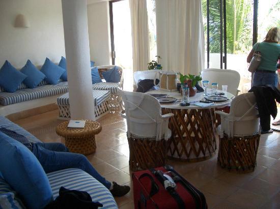 Club Cascadas de Baja: Very spacious living and dining area