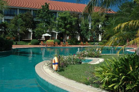 Sofitel Angkor Phokeethra Golf and Spa Resort: The Pool