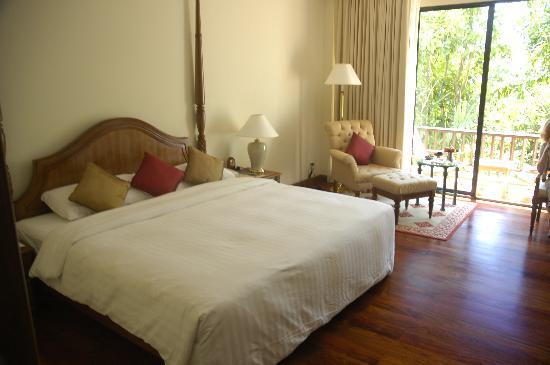 Sofitel Angkor Phokeethra Golf and Spa Resort: Typical room