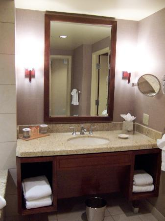 Cache Creek Casino Resort: Bathroom vanity
