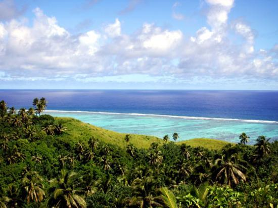 Южные острова Кука, Острова Кука: Rarotonga looking from high point down to the reef.
