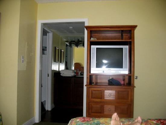 Sandpiper Gulf Resort: TV from Bed