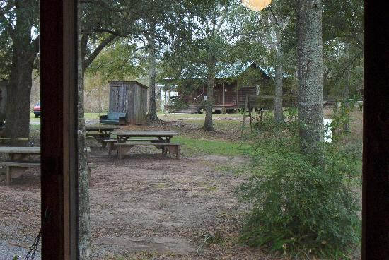 Bayou Cabins: Larger family size cabin