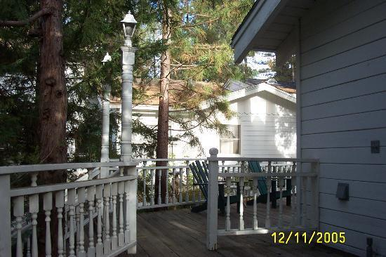 Cedar Street Inn & Spa: The light on top of the post behind me is missing. The existing lights do work.