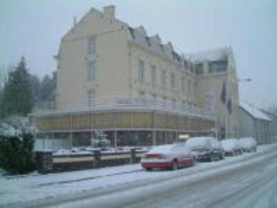 Hotel 2000: Hotel in the snow