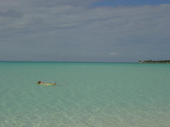 Cape Santa Maria Beach Resort & Villas: Like a huge private pool