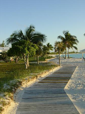 Cape Santa Maria Beach Resort & Villas: Beautiful walkway