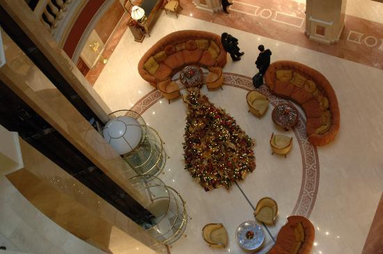 Premier Palace Hotel: Hotel Lobby looking down