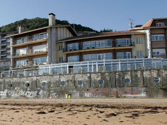 Aisia Zita Hotel Emperatriz: The hotel from the beach