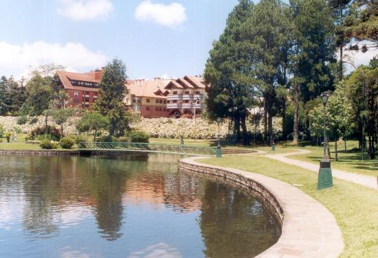 Gramado, RS: A hand-made lake in the centre of the city