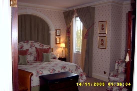 The Dorchester: Bedroom - Deluxe King Room