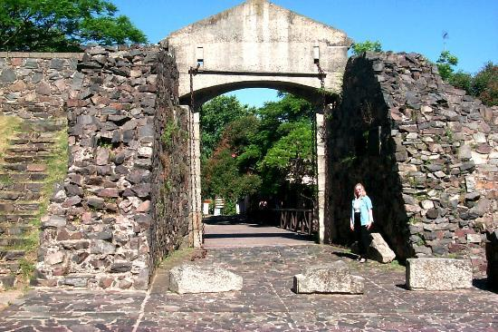 Colonia del Sacramento, Uruguay: Original city gate and wall