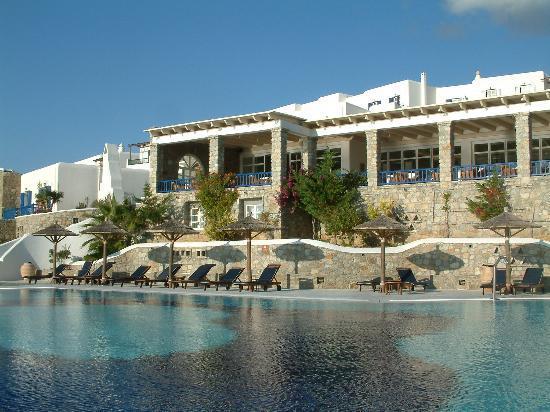 Mykonos Grand Hotel & Resort: Pool and the restaurant balcony