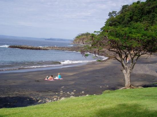 Bahia Pez Vela Resort: Private ebony beach
