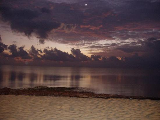 Maya Breeze Inn: Sunrise