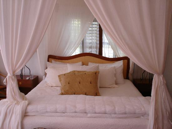 Victoria House Resort & Spa: Bed in the Plantation Suite (#24)