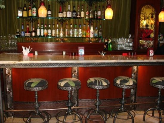 The Beach Plaza Hotel: Cute hotel bar