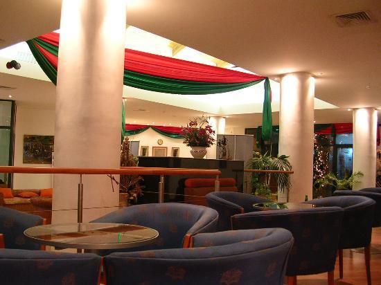 Fiesta Royale Hotel: Lobby