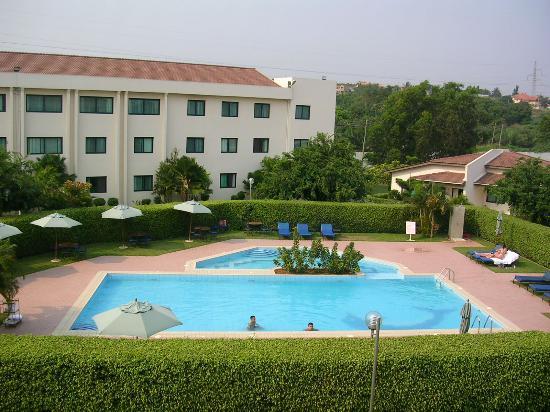Fiesta Royale Hotel: Pool