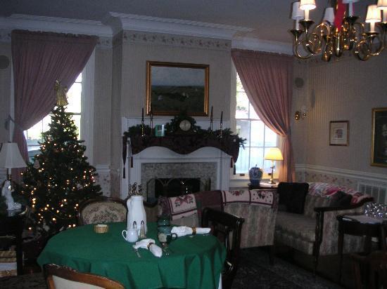Cannonboro Inn: Living Room