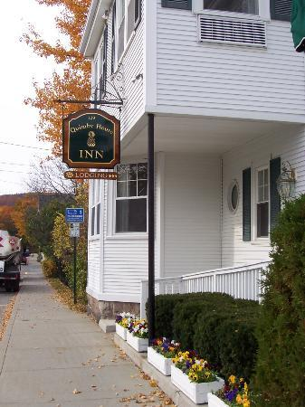 Quimby House Inn: Cottage Street View