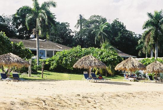 Jamaica Inn: The resort from the beach