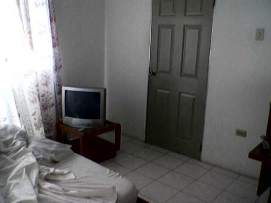 Spence Holiday Resort & Spence Terrace: Bedroom- TV Remote doesn't work