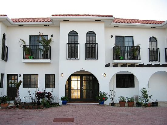 Bodden Town, Grand Cayman: Front of the Inn