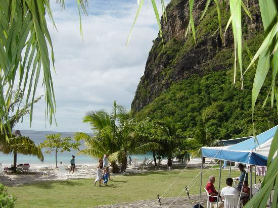 Villa Beach Cottages: Snorkel at the base of the Piton at Jalousie