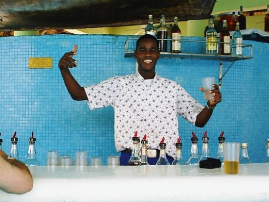 Iberostar Hacienda Dominicus: Raoul at the pool bar