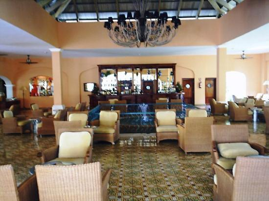 Iberostar Hacienda Dominicus: piano bar/reception bar area